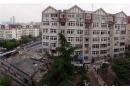 青岛市南区仙居路一居民楼发生爆炸 疑似煤气爆炸